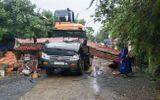 Tin trong nước - Quảng Bình: Xe tải tông sập cổng làng, tài xế tử vong tại chỗ