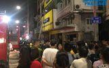 Tin trong nước - Cửa hàng phụ kiện điện thoại bốc cháy trong đêm, người dân đứng xem kín đường