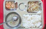 Giáo dục pháp luật - Hiệu trưởng bật khóc xin lỗi vì suất cơm trưa cho học sinh ít thức ăn