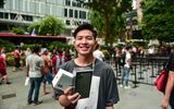 Người đầu tiên sở hữu chiếc iPhone 11 tại Singapore là khách hàng đến từ Việt Nam