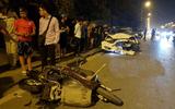 Hà Nội: Ô tô kéo lê xe máy cả trăm mét, tông đổ cột điện trong đêm