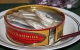 Cá trích thối - đặc sản nặng mùi khủng khiếp bậc nhất Thụy Điển, thách thức những người can đảm nhất