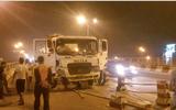 Xe bồn tông vào 2 xe máy đổ la liệt trên cầu Thanh Trì