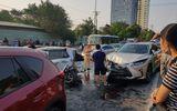 """Ô tô """"điên"""" gây tai nạn liên hoàn, nhiều phương tiện hư hỏng nặng"""