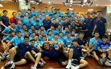 """Trước """"đại chiến"""" với Malaysia, HLV Park Hang-seo đưa 2 đội tuyển Việt Nam đi ăn nhà hàng"""