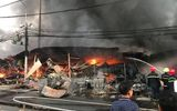 Thanh Hóa: Cận cảnh vụ chợ tạm bốc cháy ngùn ngụt lúc rạng sáng