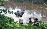 Tiền Giang: Trục vớt xe Mercedes dưới dòng kênh, bàng hoàng phát hiện 3 thi thể bên trong