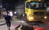 """Hà Tĩnh: Xe máy Exciter """"kẹp 3"""" tông vào đuôi xe tải, 2 người tử vong tại chỗ"""