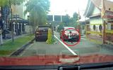 Video: Cậu bé bình an vô sự một cách thần kỳ sau khi bị ô tô chèn qua