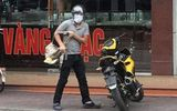 Tin tức pháp luật mới nhất ngày 9/10/2019: Nam thanh niên bịt mặt mang súng vào cướp tiệm vàng ở Quảng Ninh
