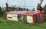 Hà Tĩnh: Xe khách bị lật lúc rạng sáng, 21 người thương vong
