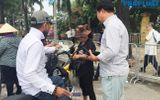 """Trước trận Việt Nam- Malaysia: Chợ đen vẫn tấp nập cò kè, vé dạng """"giấy mời"""" hét giá 3,5 triệu đồng/cặp"""