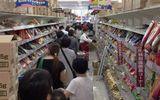 """Choáng vì cảnh người Nhật """"càn quét"""" siêu thị trước khi siêu bão Hagibis đổ bộ"""