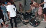 Xe máy phân khối lớn tông gãy cột điện, nam thanh niên bị thương nặng