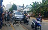 An ninh - Hình sự - Cảnh sát bắn thủng lốp ôtô chở nhóm giang hồ mang theo rựa, mã tấu đi đánh nhau