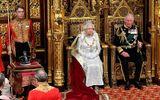 Tin thế giới - Nữ hoàng Anh lần đầu tiên phá lệ vì vương miện quá nặng