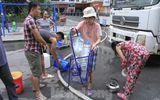 Tin trong nước - Nước miễn phí có mùi lạ, dân Linh Đàm bỏ tiền tự mua nước sạch