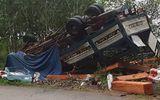 Tin trong nước - Quảng Ngãi: Xe tải chở gỗ bị lật, 2 vợ chồng tử vong trong cabin
