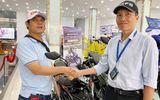 Hiệp sĩ Nguyễn Thanh Hải được tặng xe máy sau khi rời CLB phòng chống tội phạm
