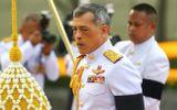 Quốc vương Thái Lan bất ngờ sa thải tướng cận vệ hoàng gia, ngay sau khi phế truất Hoàng quý phi