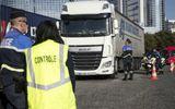 Phát hiện 31 người nhập cư trốn trong xe tải, Pháp điều tra đường dây buôn người