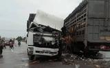 Quảng Trị: 2 xe tải đâm nhau, 4 người nhập viện cấp cứu