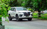 """Toyota Fortuner bất ngờ giảm giá """"sốc"""" tới 115 triệu đồng"""