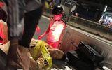 Đang kiểm tra ô tô vi phạm, thiếu tá công an bị xe máy tông trúng