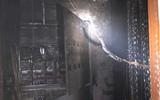 Nghệ An: Cháy chung cư lúc rạng sáng, hàng trăm người dân hoảng loạn chạy thoát thân