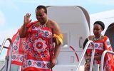 Kinh doanh - Quốc vương ở châu Phi vét ngân khố mua 19 xe Rolls-Royce tặng 15 bà vợ và tự thưởng cho bản thân