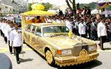 Lối sống xa xỉ bậc nhất của quốc vương Brunei: Máy bay dát vàng, gara chứa hàng ngàn siêu xe