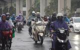 """Hà Nội đón mưa """"vàng"""", chỉ số chất lượng không khí AQI giảm tới mức khó tin"""