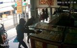 Tin trong nước - Vụ nổ súng cướp tiệm vàng ở TP.HCM: Camera hé lộ điều bất ngờ về nghi phạm