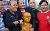 """HLV Park nhận món quà đặc biệt trước trận """"đại chiến"""" với Thái Lan"""