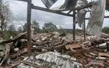 Đắk Nông: Căn nhà trên mỏ đá bay nóc sau tiếng nổ lớn, 2 người thương vong