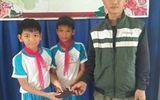 Tuyên dương hai học sinh trả lại ví cho người đánh mất ở Quảng Ngãi