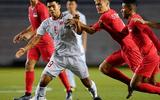 """""""Tả xung hữu đột"""" trong trận gặp U22 Singapore, Đức Chinh bị yêu cầu thử doping"""