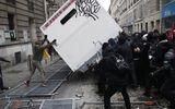 Tin thế giới - 800.000 người biểu tình đổ ra đường phản đối kế hoạch cải cách lương hưu khiến nước Pháp tê liệt