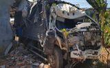 Tin trong nước - Xe tải mất lái tông sập nhà dân, 5 người trong gia đình may mắn thoát nạn