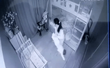 Pháp luật - Tạm giữ nữ giúp việc cầm chân, dốc ngược đầu bé gái hơn 1 tuổi