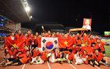 Thủ tướng gặp mặt, mời cơm chúc mừng tuyển bóng đá Việt Nam giành HCV SEA Games 30