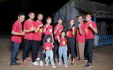 Lý Hải cùng dàn diễn viên Lật Mặt tiếp lửa cho các cầu thủ trước chung kết SEA Games 30