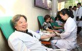 Kho máu cạn kiệt, bệnh viện Việt Đức huy động cán bộ, nhân viên hiến máu