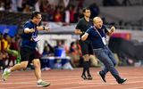"""Thể thao - Màn ăn mừng """"đáng yêu"""" của thầy Park khi Hùng Dũng ghi bàn vào lưới Indonesia"""
