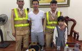 CSGT Hà Nội tìm người thân cho bé gái đi lạc nhà gần 5km
