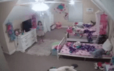 """Đời sống - Bé gái """"khóc thét"""" khi phát hiện điều ghê rợn từ camera lắp trong phòng của mình"""