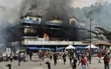 Máy bay đang hạ cánh bị bắn xối xả ở Indonesia