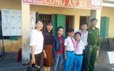 Quảng Ngãi: Học sinh lớp 5 nhặt được tiền nhờ cô giáo trả người đánh mất