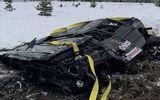 """Hai chàng trai bị chỉ trích vì """"chơi ngông"""" ném xe Mercedes từ trực thăng xuống đất"""