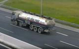 Xử phạt tài xế lùi xe bồn trên cao tốc Hà Nội - Hải Phòng 17 triệu đồng